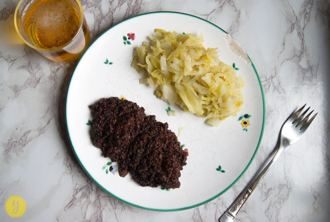 back to the roots. Młoda kapusta - Süßes Jungkraut mit Blutwurst
