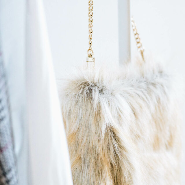 https://yellowgirl.at/wp-content/uploads/2018/08/yellowgirl_DIY-Fake-Fur-Hobo-bag-5-von-6-640x640.jpg